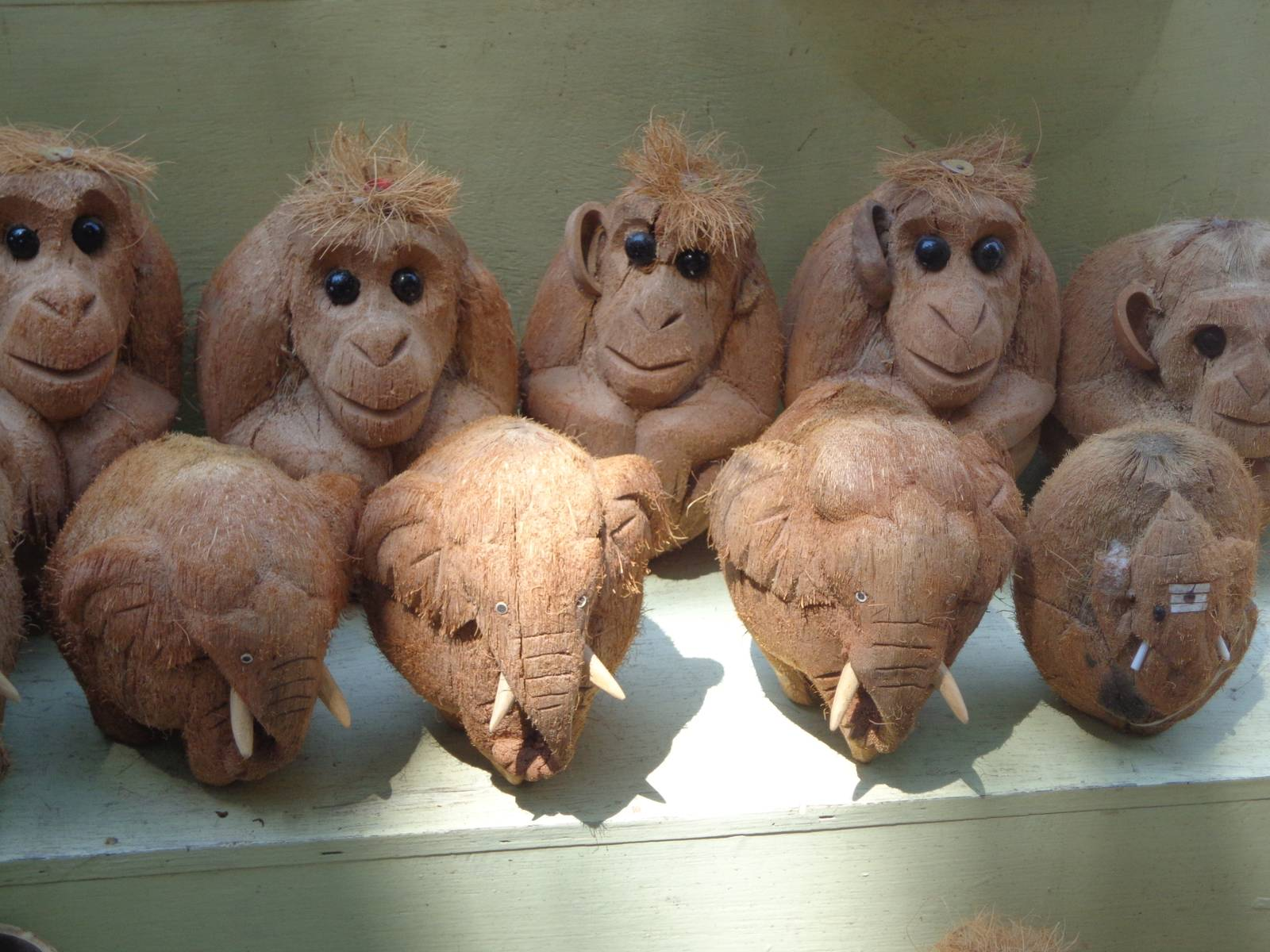 A lot of localites sell locally made goods near tourist attractions. These dolls made of coconut shells were pretty amusing.