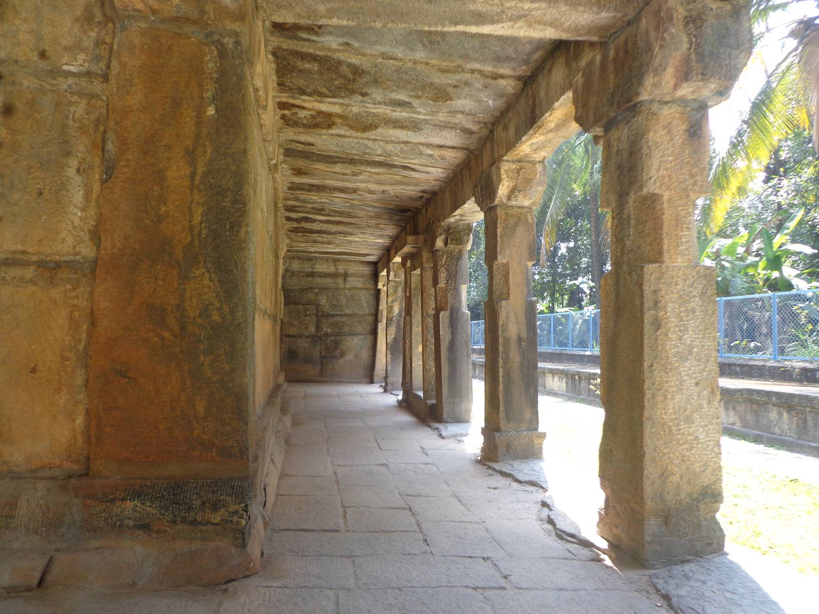 The corridor of the Jain temple