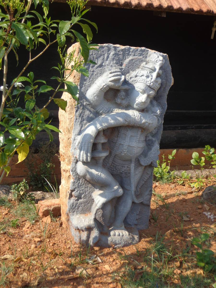 An idol outside Thirunelly temple.