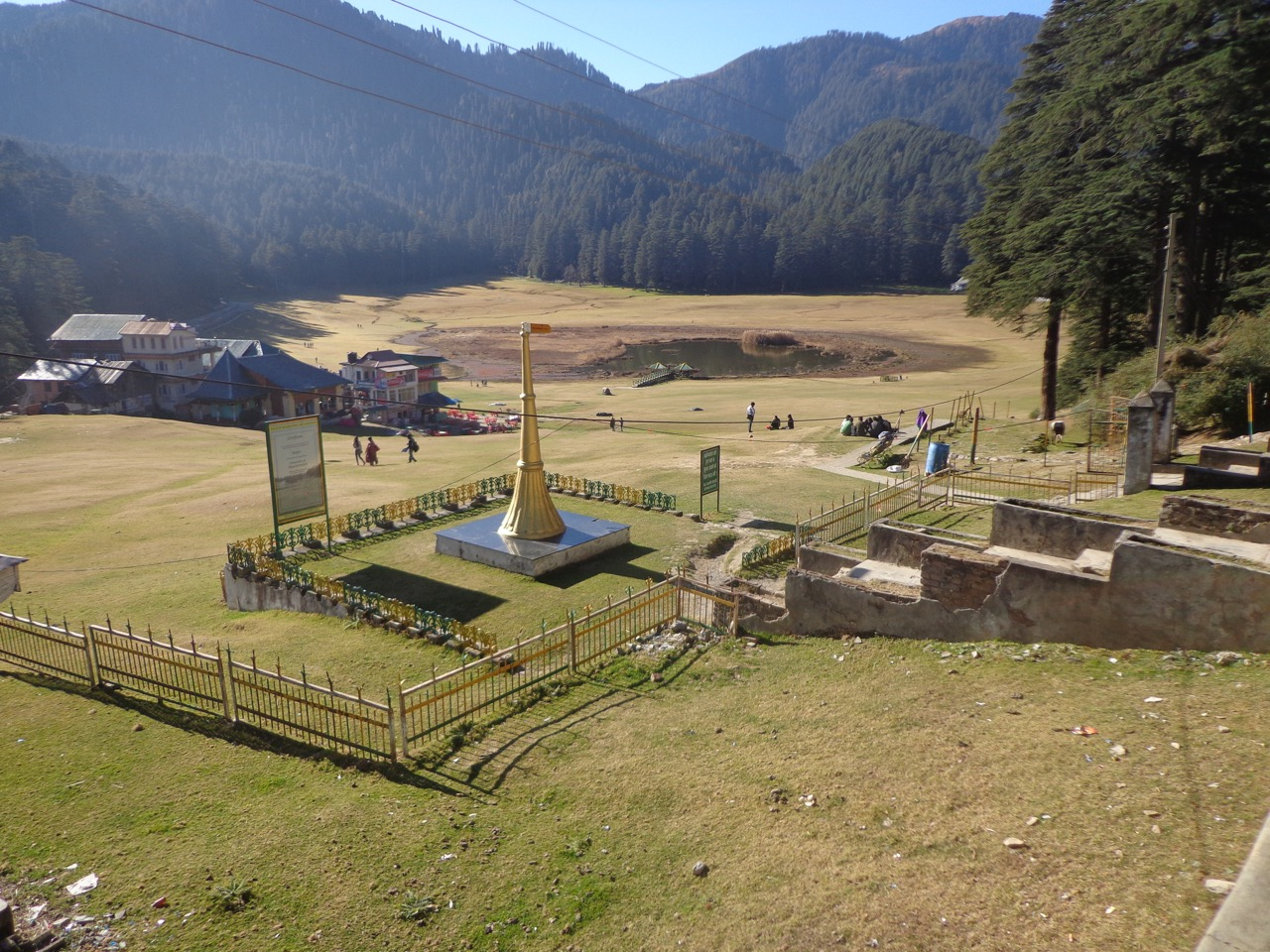 The Khajjiar field and the lake. There are a few shops on the left that serves refreshments.