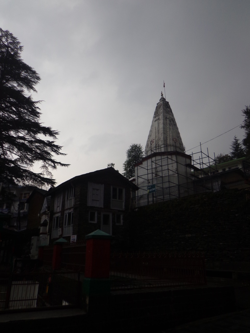 Bhaksunag temple is maintained by the donations from the army. Most of it has historically come from the various Gurkha regiments stationed in Dharamshala.