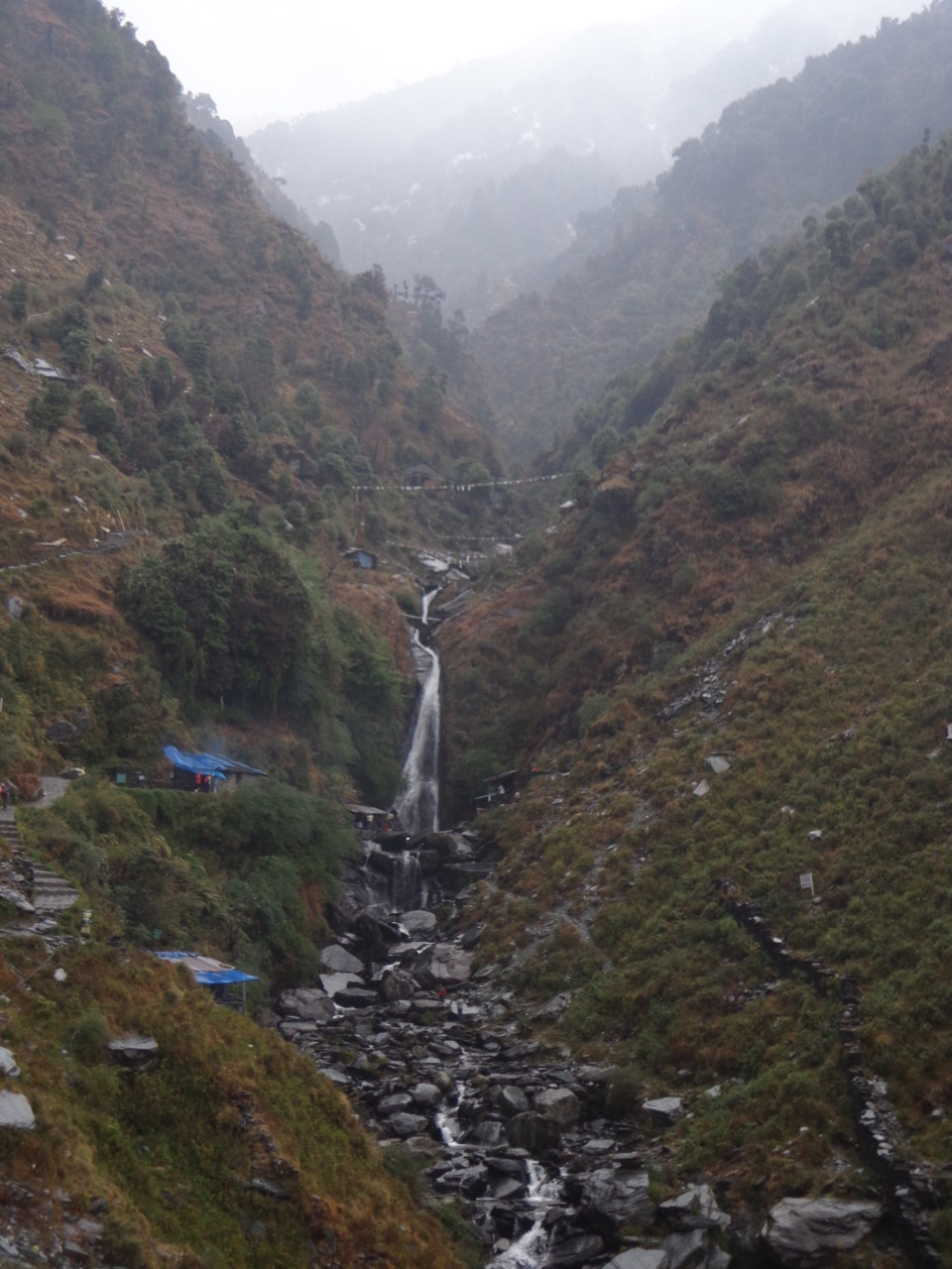 The Bhaksunag waterfall is visible from afar.