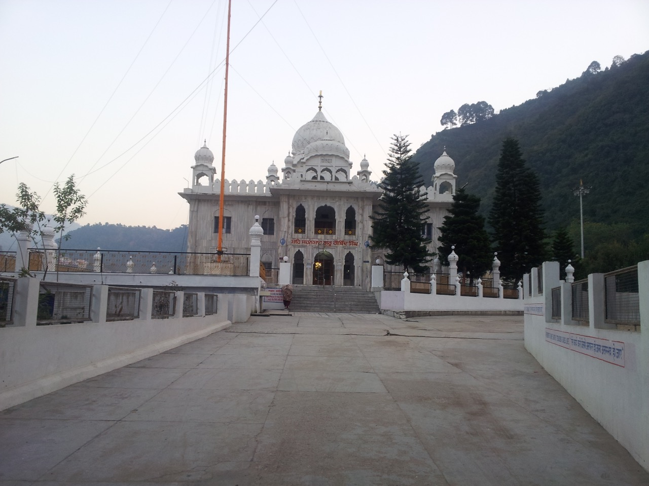 Guru Govind Singh's Gurudwara is right opposite to the temple.